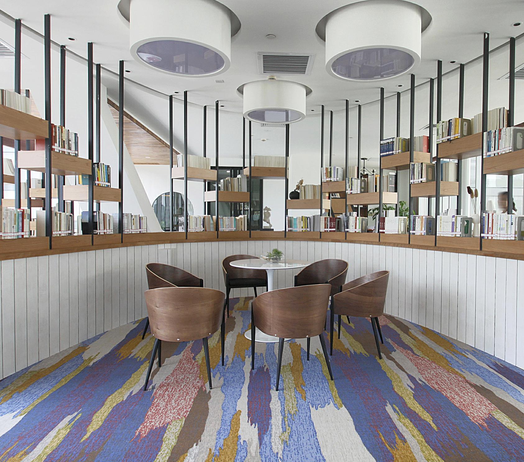 客厅图片来自JingYiPrize人居空间设计大赛在何建锋-墨集的分享