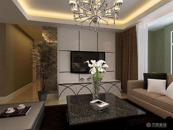 该户型面积较大,客餐厅区域选择了800*800地砖,既容易清洗,又比较耐磨。沙发选择了米色的布艺3+2+1沙发,沙发上的靠垫采用了同样清雅的白色与青色。