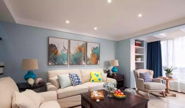 清新的现代美式风格,蓝白基调,大平顶无主灯,硬装简洁