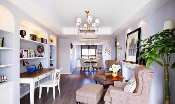 ▲ 清新的简美风,根据主人习惯,并没有传统的客厅,取而代之的是休闲书房会客厅
