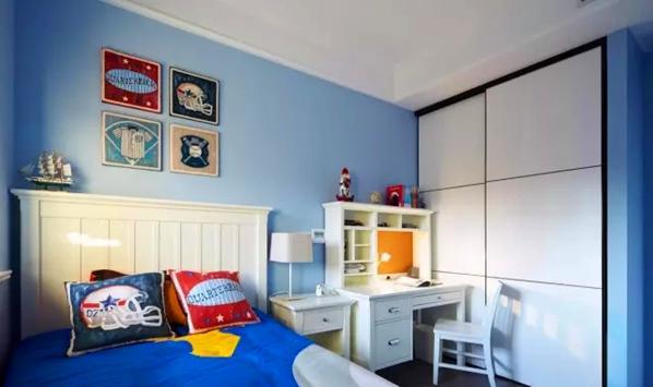 ▲ 蓝色的儿童房,并入原有的阳台,更多储物和活动空间