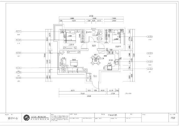 入户门右手边是餐厅,空间宽敞,放置四人桌,后期在设计上对吊顶进行空间区分,明确各个空间的功能。
