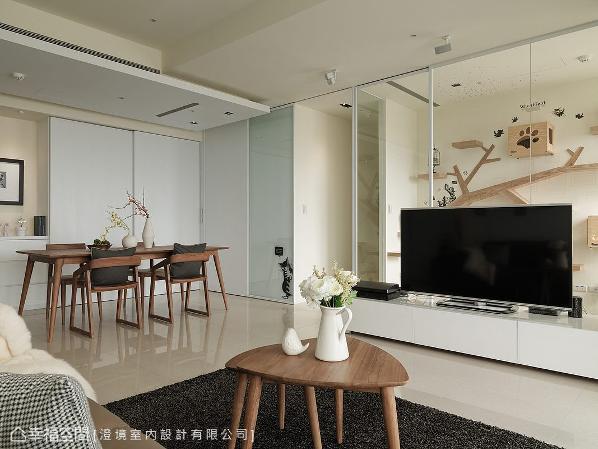 超过240公分的厨房门片高度,进而拉升屋高敞阔感。