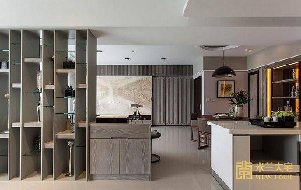 利用玻璃、实木、层板构成的收纳展示柜作为书房与客厅的场域界定。