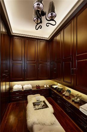 简约 中式 三居 衣帽间图片来自张勇高级室内设计师在润枫领尚中式设计案例效果展示的分享