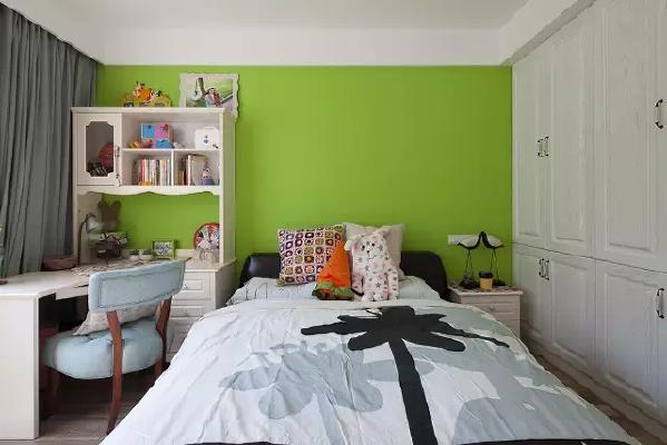 儿童房床头背景墙特别粉刷成了绿色,清新自然,鲜活有生气。