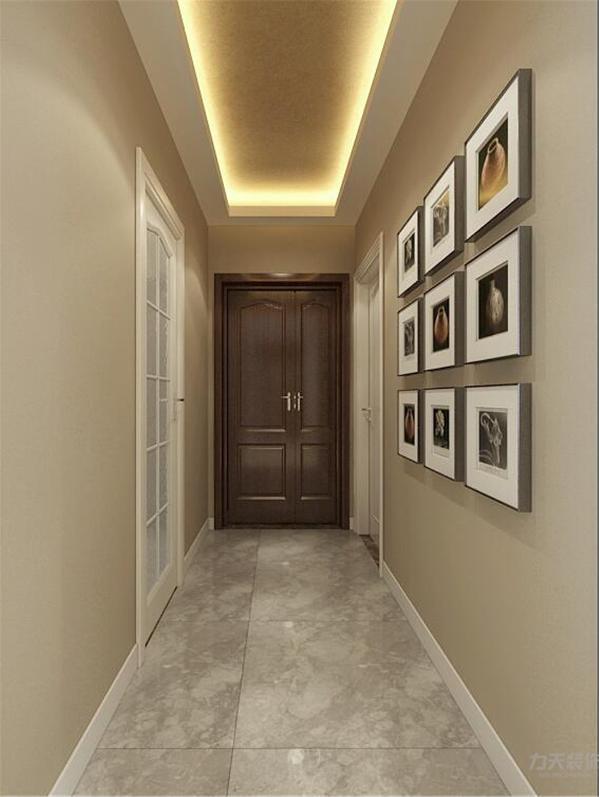 入户玄关回型灯吃里面内嵌金箔给人一种高贵的感觉,玄关和客厅没有用过门石而是用两种颜色的瓷砖来区分。