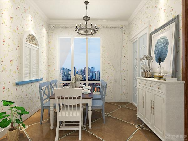 整个空间里,客厅做了着重的装饰,沙发用的是白榉木的材质,搭配条纹的坐垫,田园气息油然而生。在配上小碎花的布艺墙纸,使整个氛围被烘托起来。