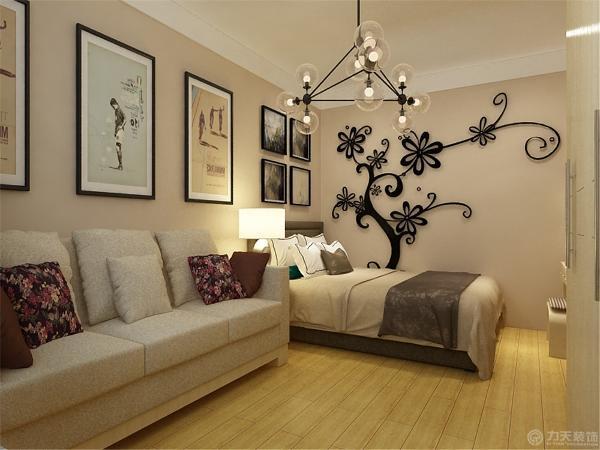 而入户右边的卧室,放置沙发,床铺,梳妆台,来满足正常起居的需求,通过简单的吊顶跌级的设计是整体房间达到抑制性,这是典型的现代空间设计手法。