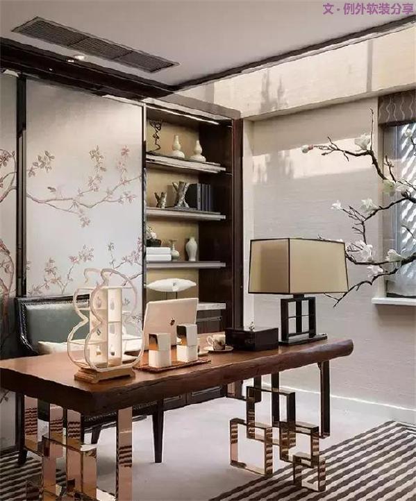 """中式家具   普通人家家居面积有限,因此,在新中式风格中,运用设计感强烈的中式桌椅家具,结合传统明清家具的结构,就能实现""""四两拨千斤""""的效果。"""