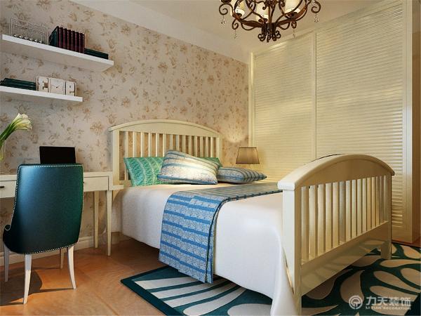 田园风格主要的是注重整体软装的配饰,配色以及花纹的整体感觉,所以在选择沙发,餐桌和家具方面所占比重比较大,墙体的颜色选择上则是选择比较温馨的浅奶咖色,用来呼应整体田园风格所表现出来的温馨感。