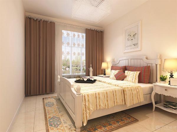 主卧是主人休息的区域,主卧的设计空间合理简洁,白色的床加上条纹的靠枕,奠定了整个空间的基调,墙面刷淡黄色乳胶漆,整个空间都充满温馨的氛围整个空间基调都与客餐厅相呼应。