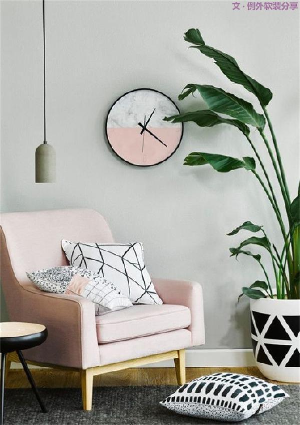 从华彩锦缎到花卉织物,从灰色墙漆装到花盆,色彩为家居生活带来了视觉上的愉悦感和丰富性,其实,家就像一张空白的画布,无论呈现出的是抽象现代还是写意山水,都是灵感赋予的艺术。