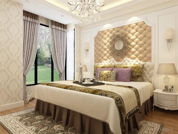卧室背景墙采用黄色软包与白色木头的完美结合,加上端庄典雅的床,整体线条柔美雅致,有遒劲而富有节奏感,整个立体形式有节奏的融为一体。