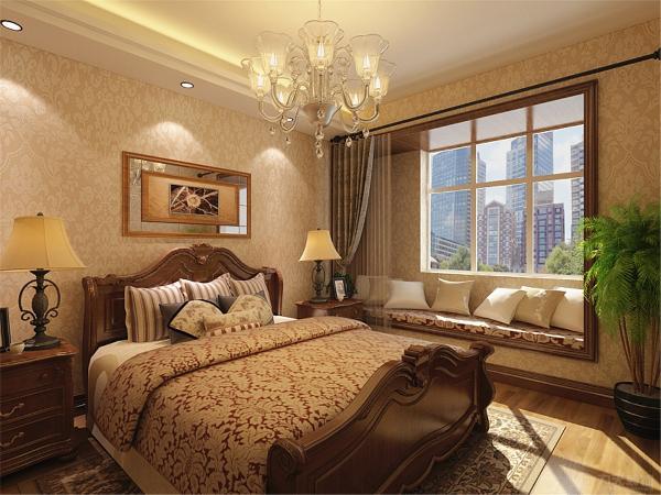 接下来是主卧,主卧面积很大有独立的卫生间,方便在休息时使用。主卧放有一个双人床、床头柜、衣柜、电视柜及电视。