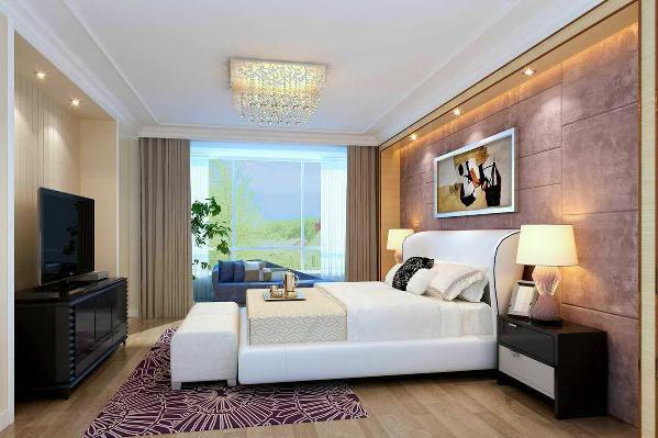 主卧室地面采用原木色实木复合地板铺贴,顶面采用原顶刷漆然后吊一圈石膏线。电视背景墙采用内嵌式的方式,浅黄色的背景墙与地面呼应。