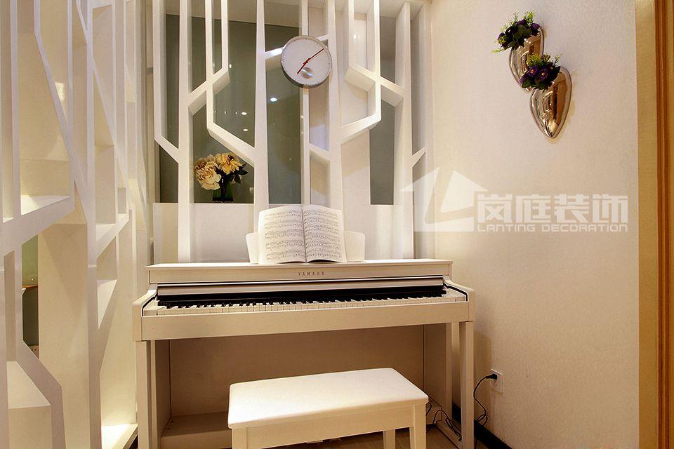 简约 三居 小资 卧室图片来自岚庭家居在纯水岸东湖的分享