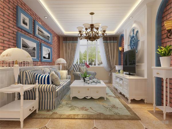 客厅采用了多种元素配饰,蓝色加入红色的颜色进行搭配,使空间不单调,富有活力,家具的选择是以硬线条为主,简单大方,使空间更加舒适。