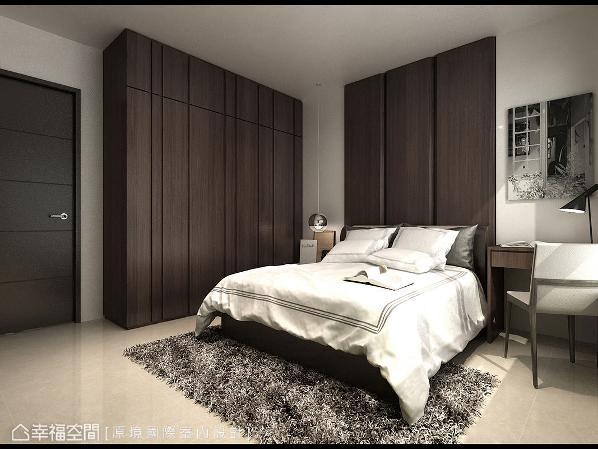 深色调性的床头主墙,搭配同样色系的柜面,围塑屋主所希冀的沉稳氛围。 (此为3D合成示意图)