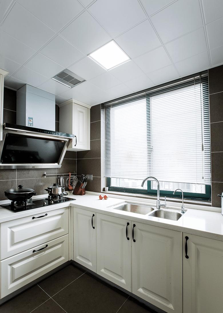 厨房图片来自家装大管家在洗尽铅华 106平现代简约复式居的分享