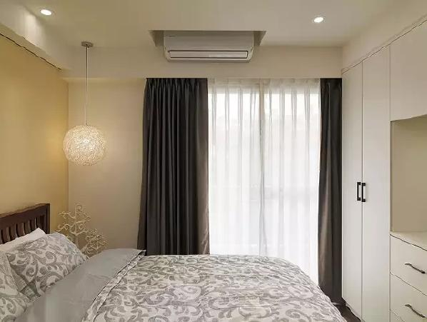 墙壁上没有地方安空调?把屋顶挖个洞就好啦~