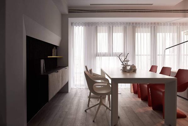 餐厅时尚的设计与造型,增加房间的简约的感觉,让杂物塞内整齐的四四方方的框架。
