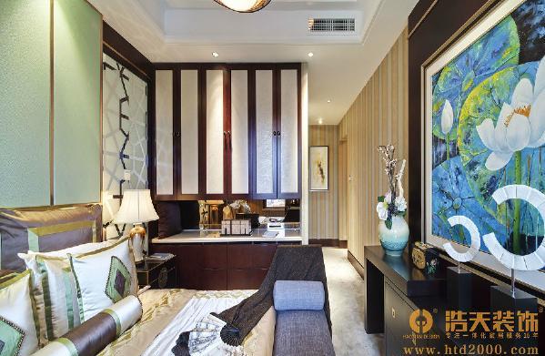 主卧:从衣柜和电视背景柜的结构来看,这是酒店式的卧室设计作品,更多注重功能性,大家发现了没有呢?