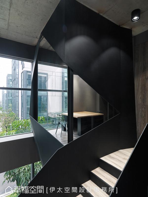 拾阶而上,伊太空间设计事务所运用玻璃界定出私密的VIP空间,并透过穿透感及流动的光影虚化了界线,形塑丰富的视觉层次。