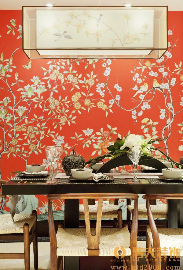 软装:一棵树,两只鸟,三杯清茶,让室内的氛围顿时变得风雅别致。在室内色彩方面,以红色、暗红、琉璃黄、兰灰、玉脂白和木原色来打造新中式的韵味。