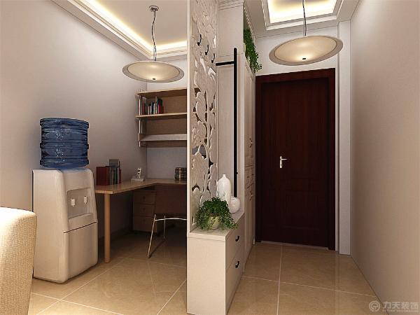 餐桌则采用四人的餐桌,这样能同时满足就餐,而餐厅的背景墙则采用地爬墙的样式来装饰,里面贴壁纸,用两边的灯带进行照射,既有光的柔美,又有一种新鲜的感觉。餐厅的吊灯则采用三盏吊灯进行照明。