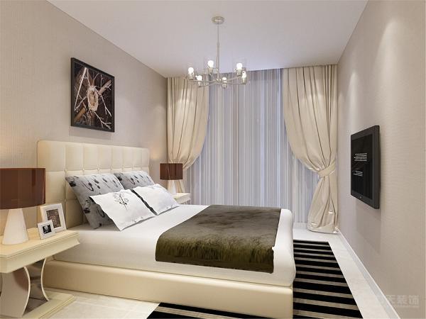 主卧室的空间造型较为简单,石膏板吊平顶放置了一盏造型简单的现代吊灯。