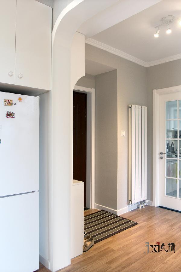 开启房门,美好的玄关景象映入眼帘。忘记一切不快,让家带给你舒适的体验。