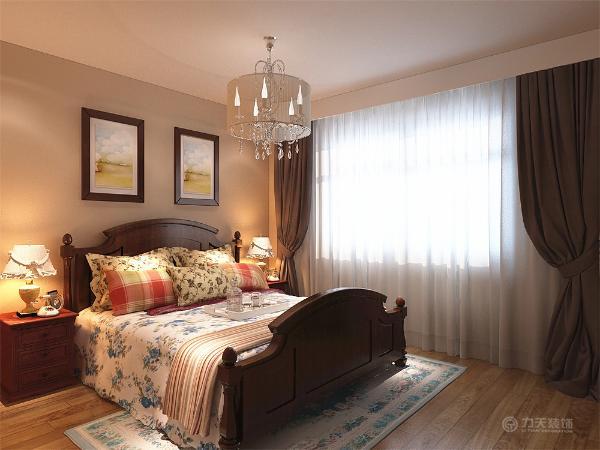 随处可见的清新装饰,都给人清新舒适之感。卧室的壁纸和窗帘的选择,就可以看出家庭女主人对生活的畅想。