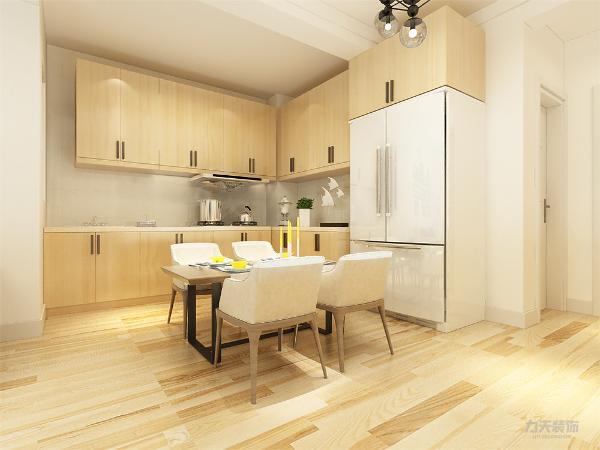 酒柜装饰和柜子壁画,简单大方,增加装饰性,既美观又可以满足业主储物的实用功能。