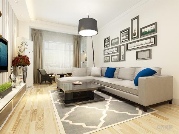 客厅做电视背景墙,这样合理利用了空间,增加现代简约感。沙发背景墙,用现代感石膏架饰品做装饰,使空间更具现代感,色调统一,给人一种温馨视觉感受,简单大方,和布艺家具协调统一,营造出温馨的气氛。