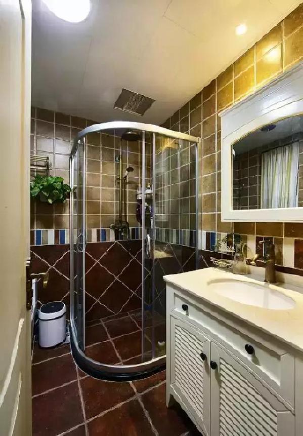 在卫浴空间融入清新的田园色彩,更加容易让人放松全身,洗漱时也能感受那份清新与自然的野趣。