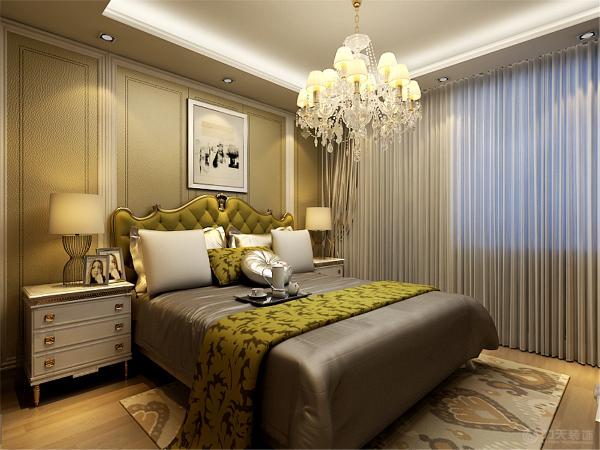 卧室墙面采用欧式浅色壁纸,不会让人觉得审美疲劳,床头背景墙使用软装装饰,在视觉上让人觉得很温馨,舒服。
