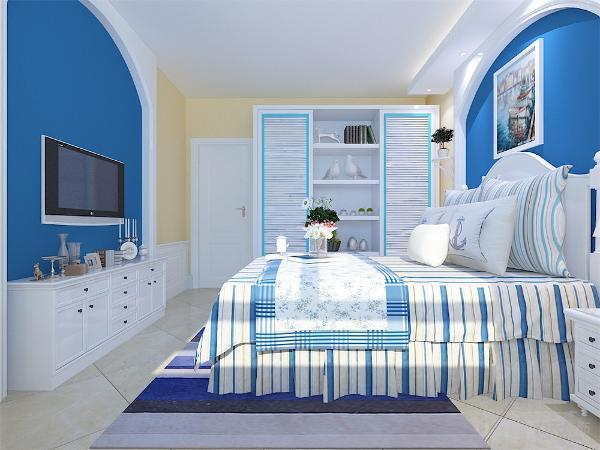 主色调蓝色的地毯,及抛光地砖,颜色层次有变化。空间富有层次感,室内氛围和谐。次卧所有家具整体采用白色调。主卧床与电视柜采用白色,床单与衣柜、背景墙采用蓝色调。