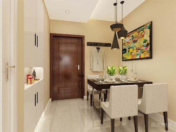 先从入户门看,进门就是餐厅,因为右边就是厨房,做饭吃饭很方便。