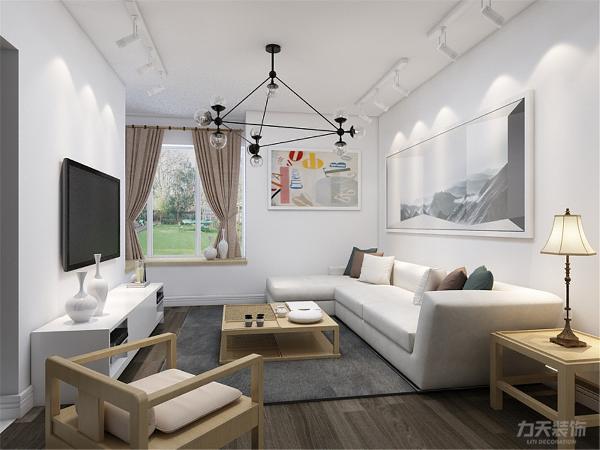 沙发背景墙悬挂装饰画并配有射灯陪衬,家具与整体深浅对比协调统一,营造出温馨典雅的气氛。