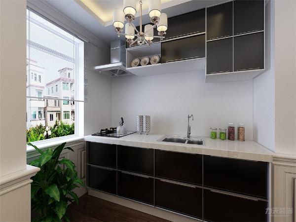 给用餐带来了不便,所以进行了墙体拆改,变为开放式厨房,不仅增加了空间使用面积,也满足了生活用餐的需求,厨房进行了简单的装饰,橱柜也选为黑白相间的,是厨房看起来更加简洁。
