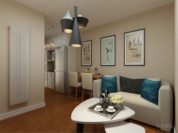 客厅作为待客区域,要明快光鲜,由于户型原因没有摆放地毯,使整体上有一种宽敞而大方。客厅放置简约的沙发跟简约挂画使整个空间简约而不简单。