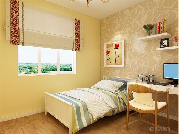 卧室内放有两个五斗柜,有利于业主储物,还有利于业主在五斗柜上放展示-品,美化房间。主卧室的阳台上放植物。