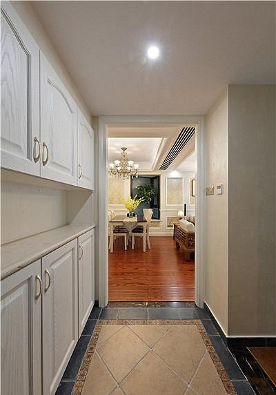 玄关图片来自家装大管家在清新淡雅 123平现代简约混搭3居的分享