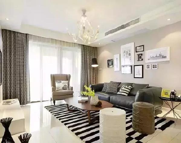 使用面积137平,三室两厅,客厅通铺白色玻化砖,简洁干净