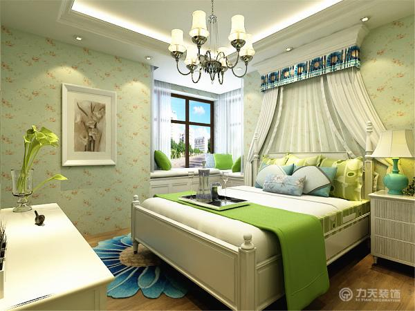 卧室的床头背景更是体现出田园的性格特点,大胆使用绿色作为空间的主色调,
