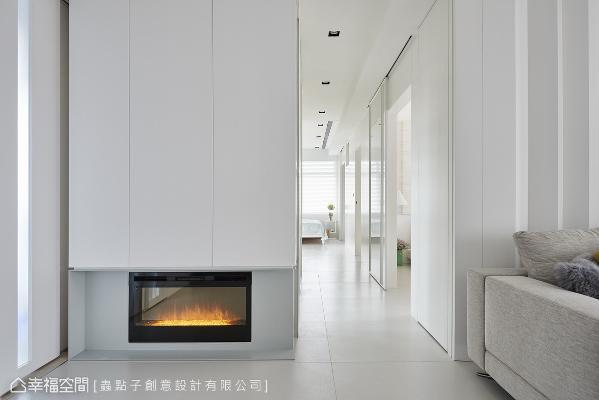 私领域门片采拉门设计,在开阖之间,赋予走道特殊质感和氛围。