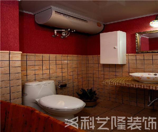 本案采用了绿色墙面和碎花布纹家具,烘托出空间的品位和温馨的氛围。沙发背景墙做了拉缝处理,做旧的白色融于整体环境中,充满了宁静安详的乡村气息