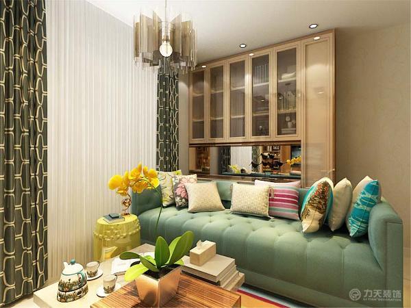本案从布艺装饰到餐桌餐椅,再到电视背景墙及书柜的小饰品的点缀,都很好的体现出了整个空间的装修特点,赋予其浓厚的现代简约主义色彩,整个空间让人感觉十分温馨,惬意。