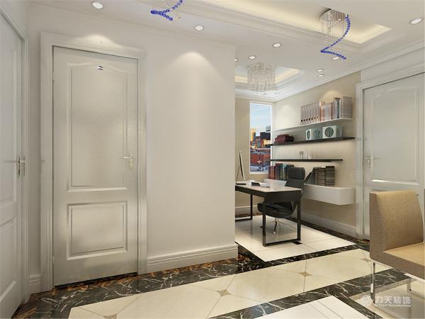 首先一进入户门左手边设置了一个白色的鞋柜,这样方便主人的进进出出,在鞋柜的后面就是一个软隔的设置,把书柜设置成软隔,这样既是一个实用的书柜也可以当做一个屏风,更好的保护主人的隐私。